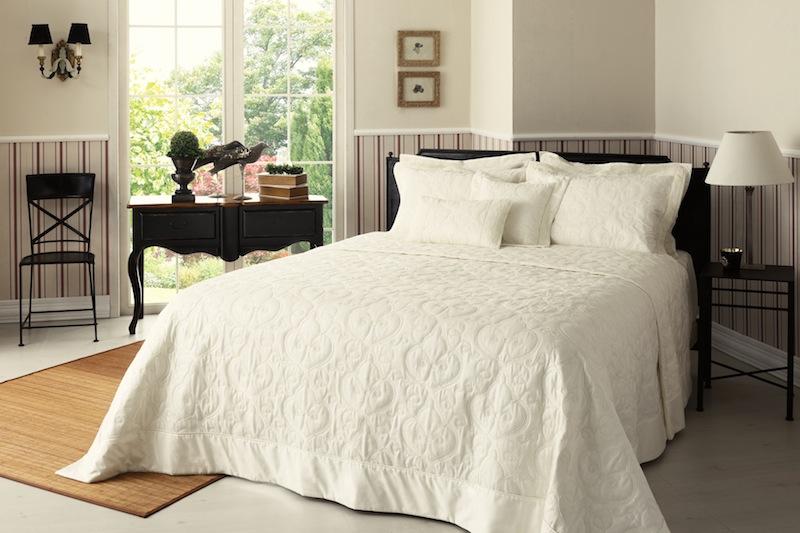 aufw ndige tagesdecke edler bett berwurf cornwall landhausstil 220x240 creme ebay. Black Bedroom Furniture Sets. Home Design Ideas