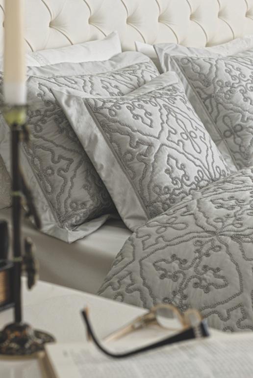 aufw ndige tagesdecke edler bett berwurf devon grau im landhausstil 220x240 ebay. Black Bedroom Furniture Sets. Home Design Ideas