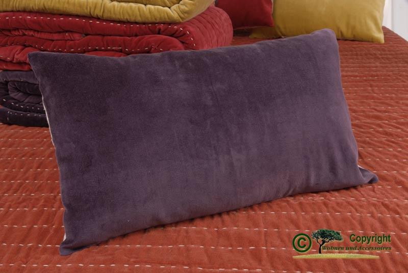 kuschliges kissen samt sofakissen samtkissen 30x50 violett. Black Bedroom Furniture Sets. Home Design Ideas